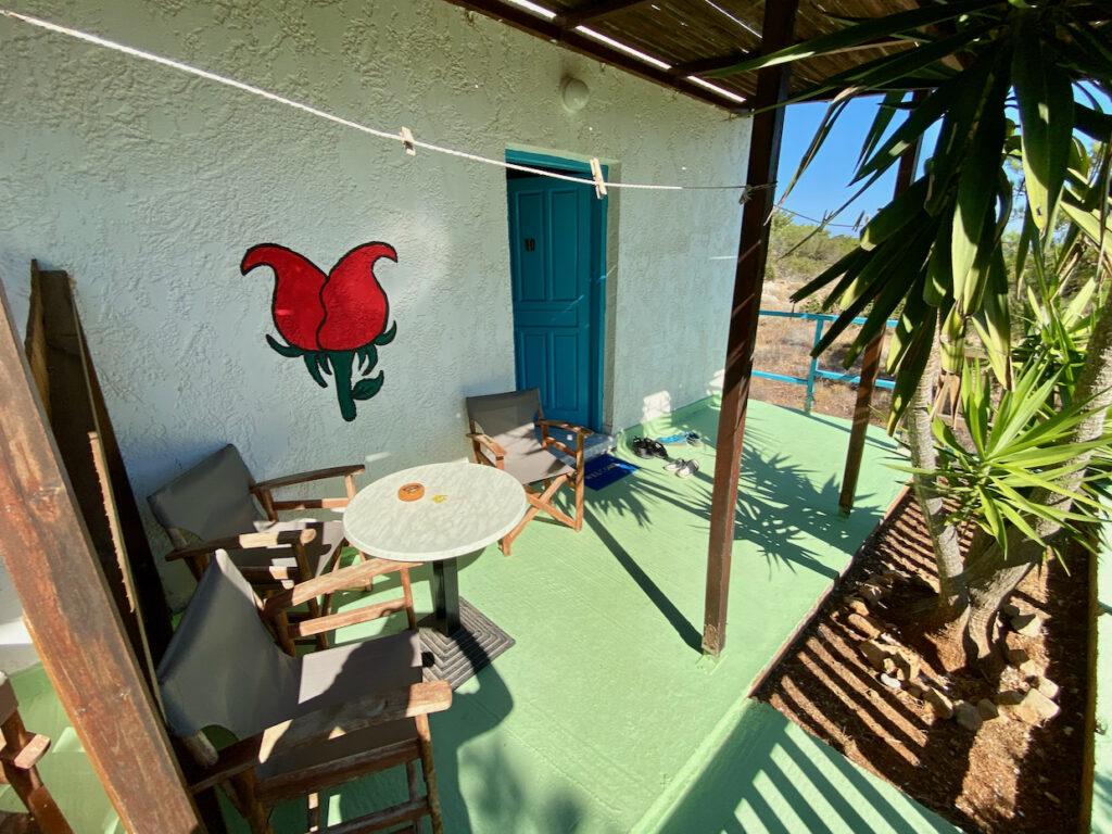 Terrasse einer Unterkunft auf Gavdos